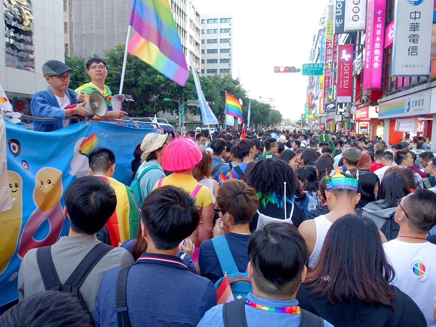 台灣同志遊行(台湾LGBTプライド)2018を歩く参加者たち