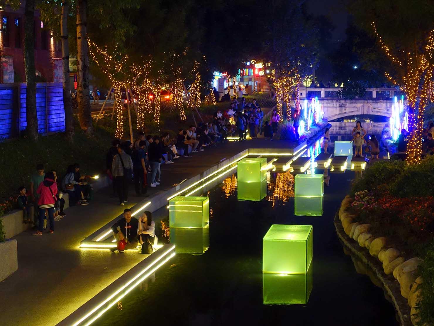 台中観光のおすすめスポット「綠川水岸廊道」の夜景