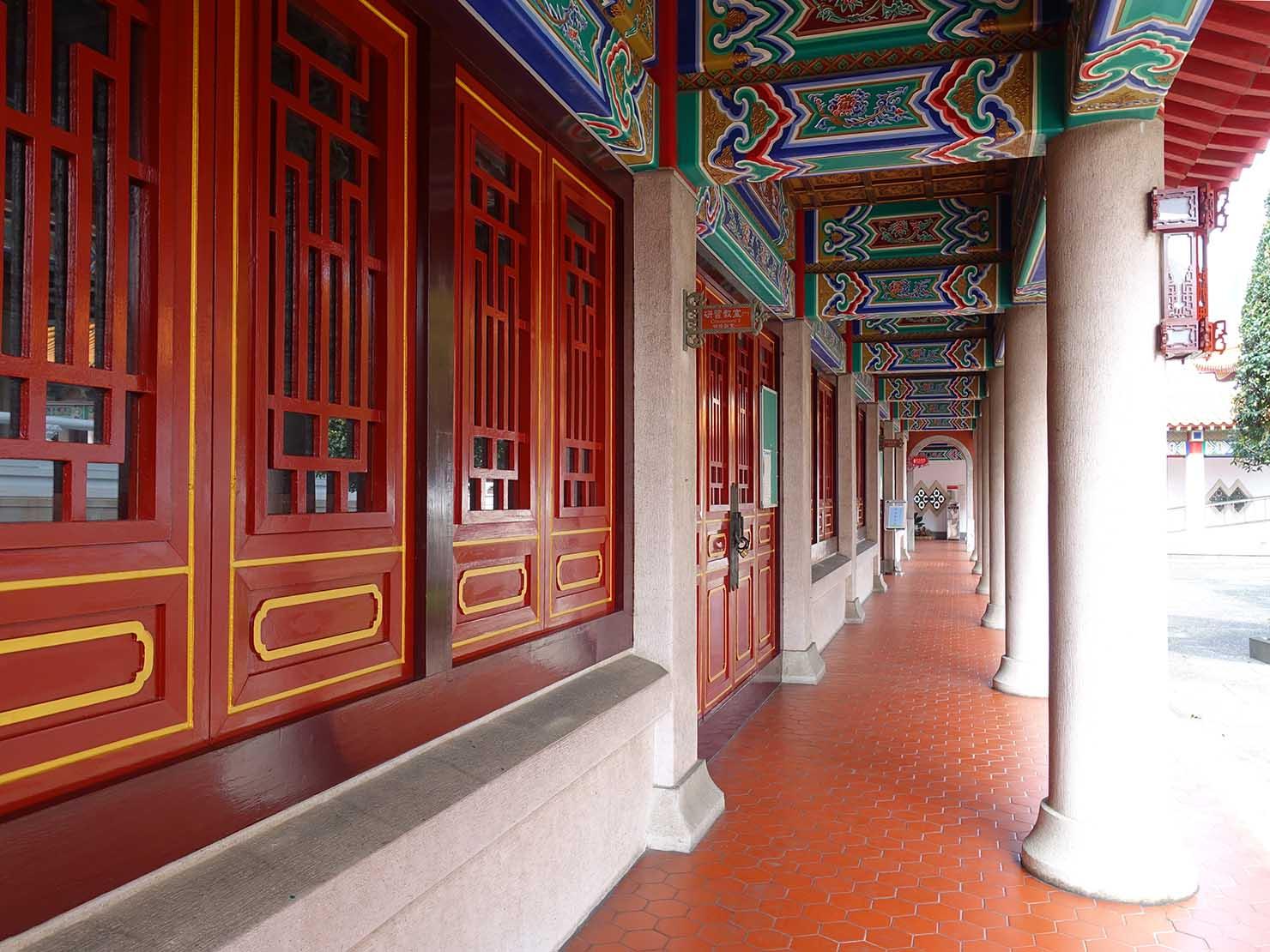 台中観光のおすすめスポット「孔廟」の廊下