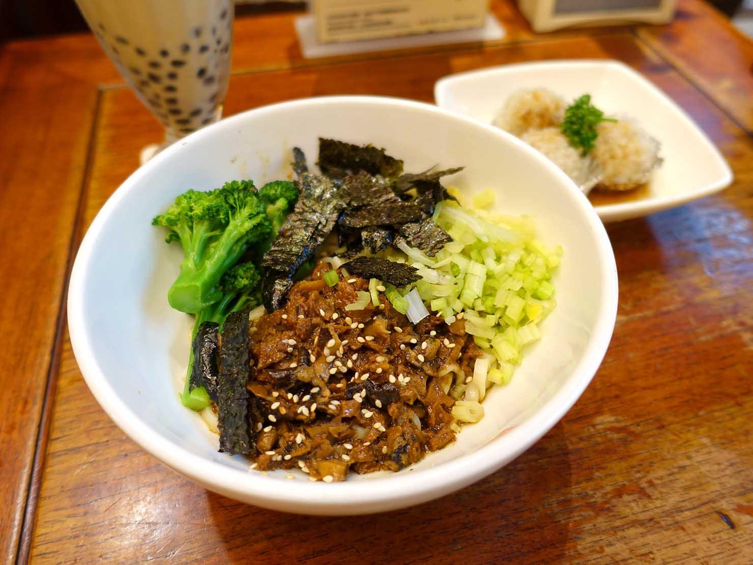 台中観光のおすすめスポット「春水堂創始店」の乾拌麵(和えそば)