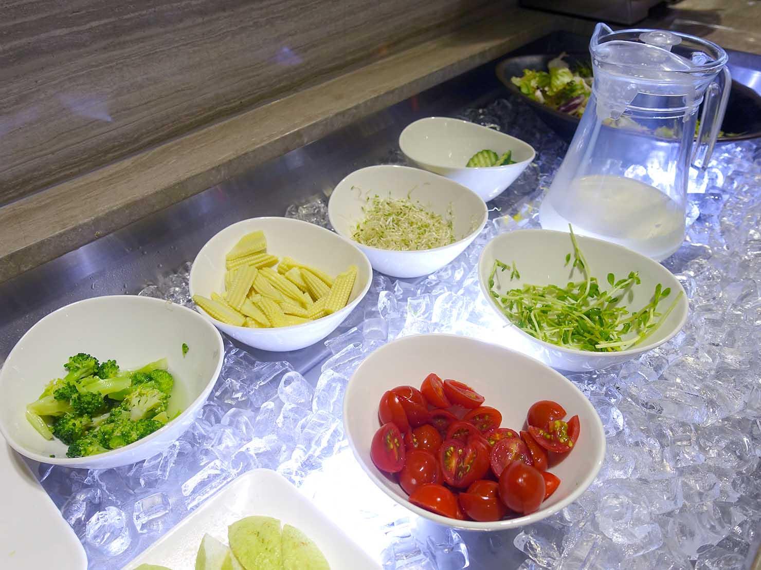 台南市内観光におすすめのホテル「長悅旅棧」朝食ビュッフェのサラダ