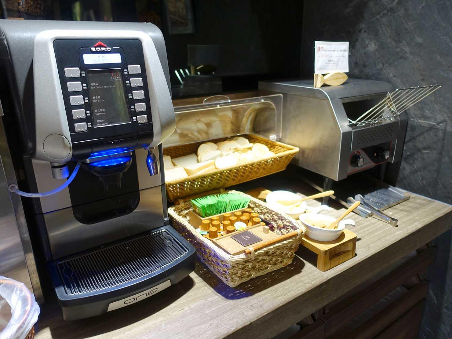 台南市内観光におすすめのホテル「長悅旅棧」朝食ビュッフェのパン