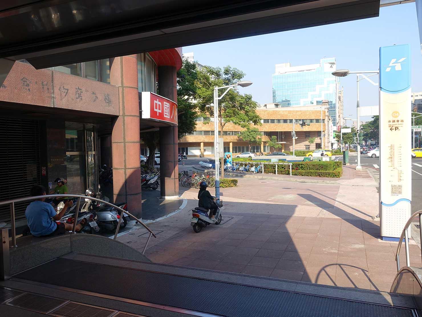 高雄MRT市議會駅4番出口