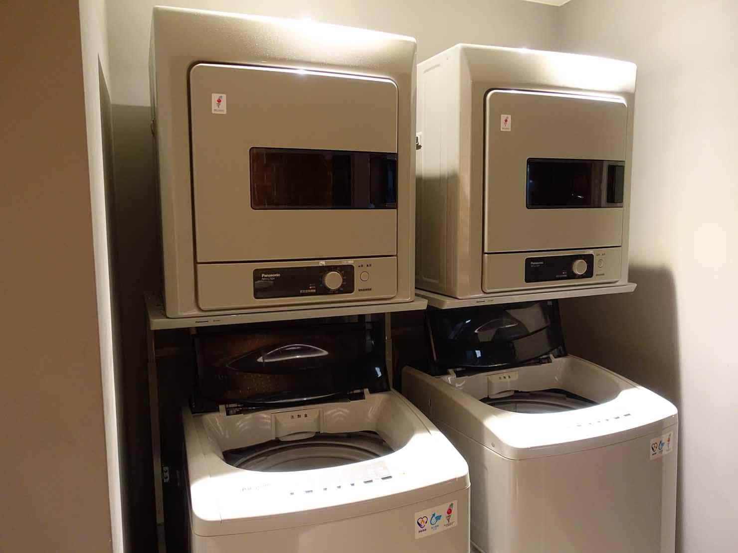 DSC00788-min高雄市内観光におすすめのホテル「GREET INN 喜迎旅店」の豪華雙人房(デラックスダブル)15Fランドリールームの洗濯機