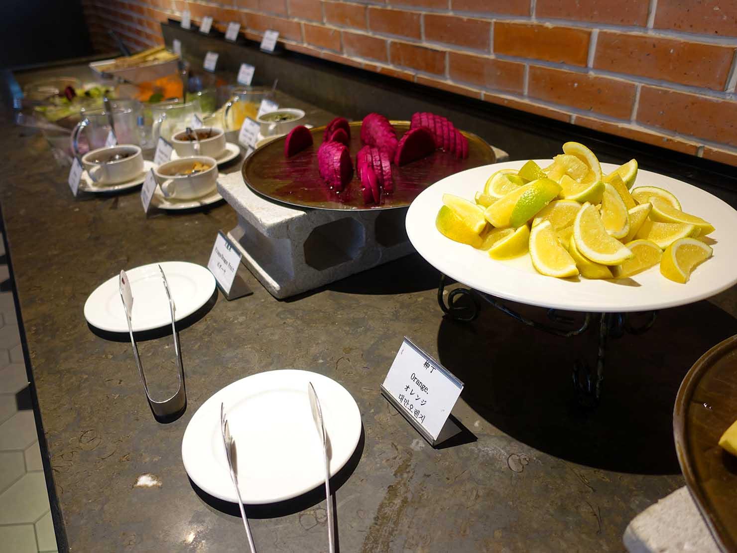 高雄市内観光におすすめのホテル「GREET INN 喜迎旅店」朝食ビュッフェのフルーツ