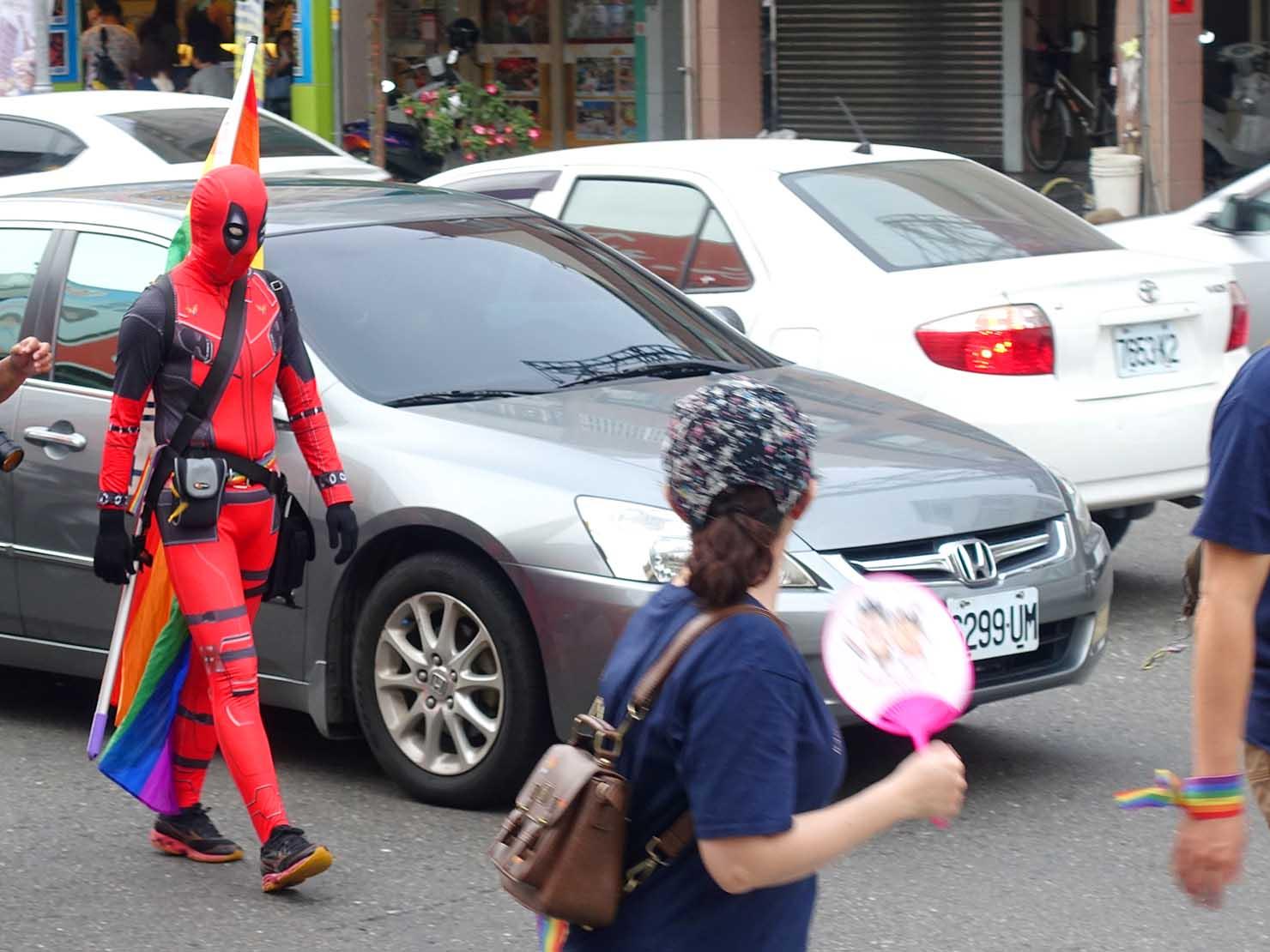 高雄同志大遊行(高雄プライド)2018パレードに出没したスパイダーマン風コスプレ