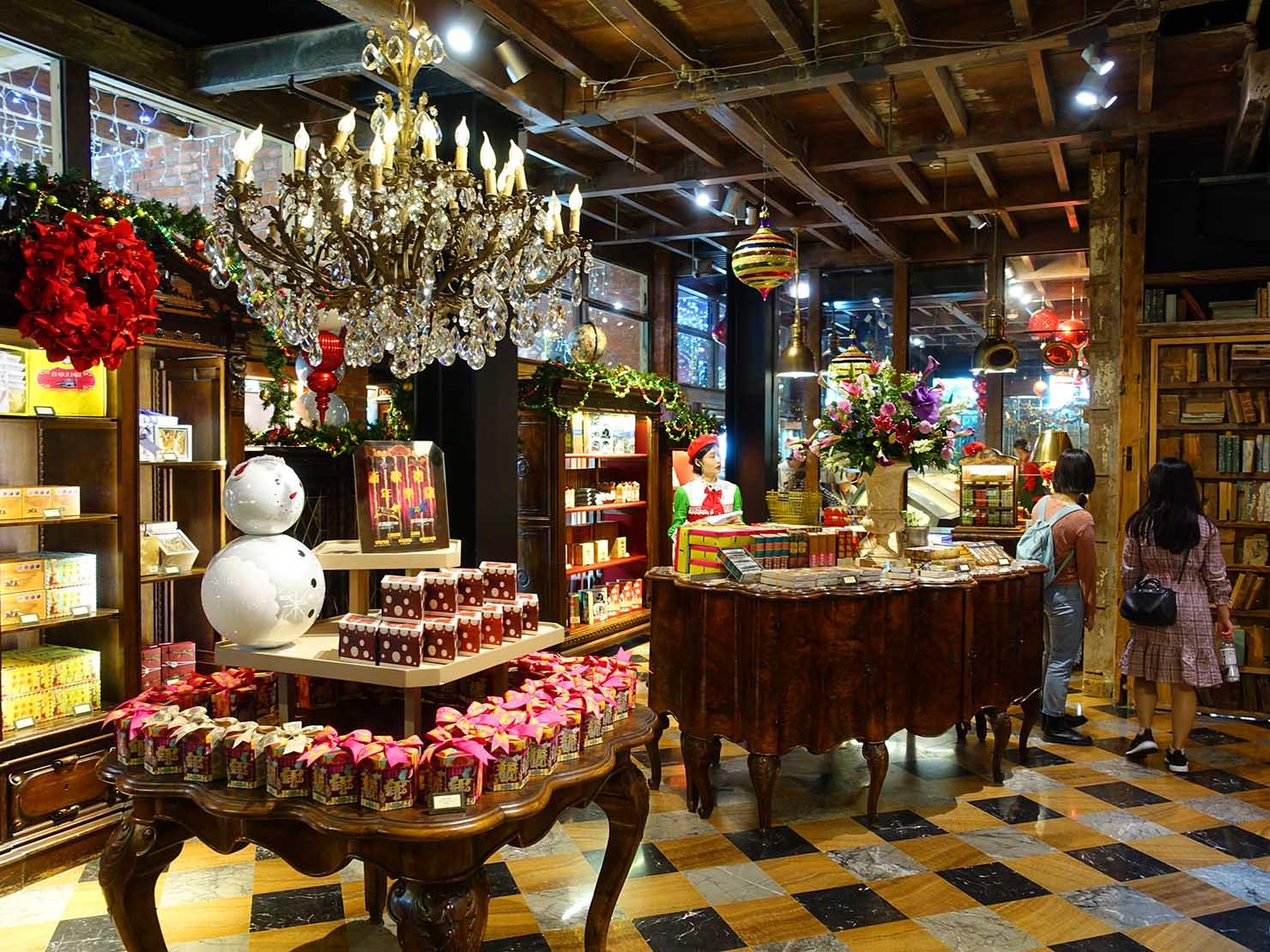 台中観光のおすすめスポット「宮原眼科」の店内