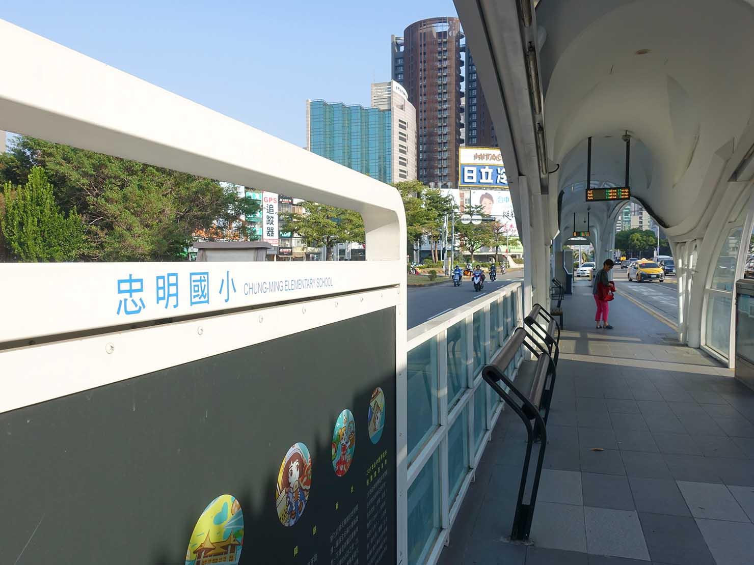 台中のバス停「忠明國小」