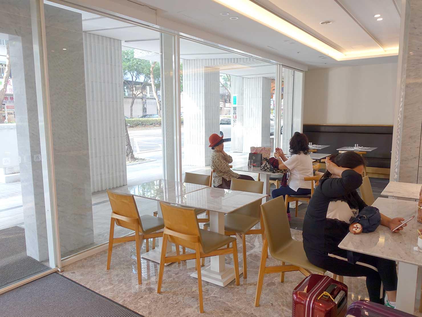 台中のおすすめホテル「卡爾登飯店 The Carlton」のカフェスペース