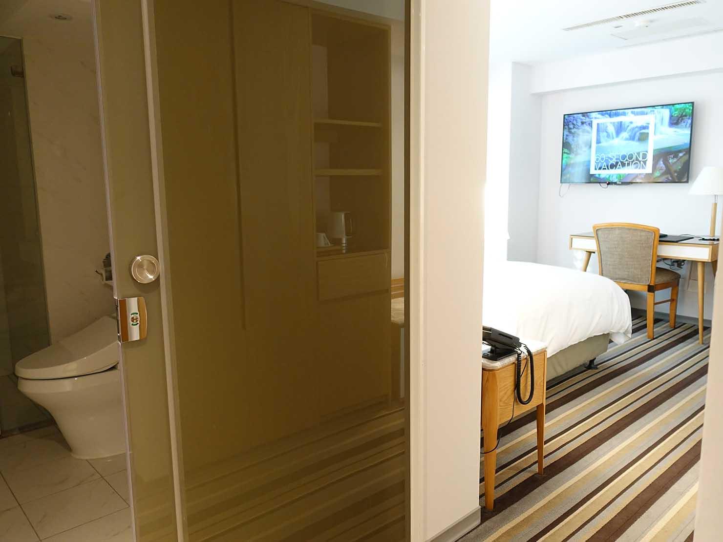 台中のおすすめホテル「卡爾登飯店 The Carlton」デラックスダブルルームの玄関