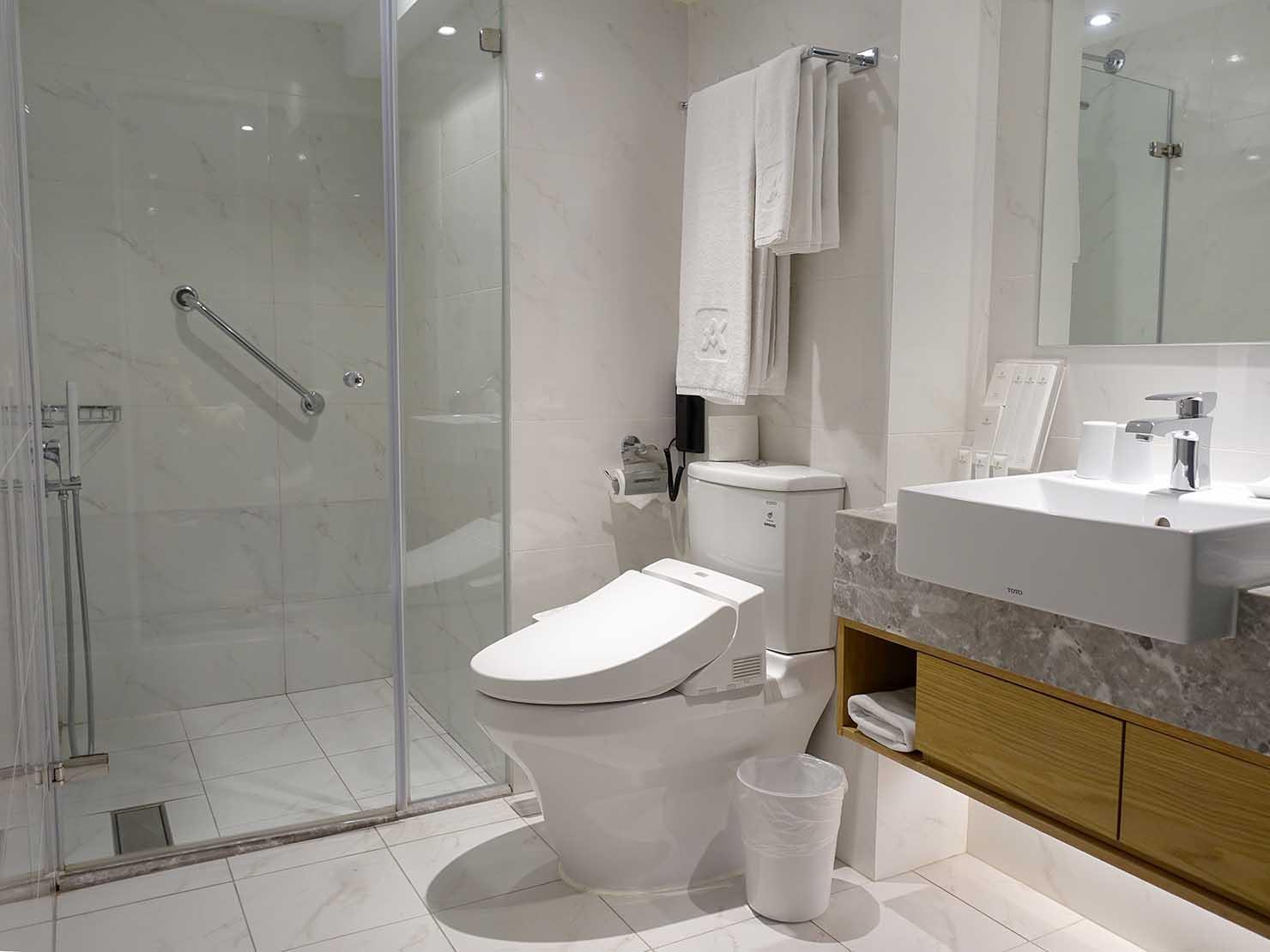 台中のおすすめホテル「卡爾登飯店 The Carlton」デラックスダブルルームの浴室