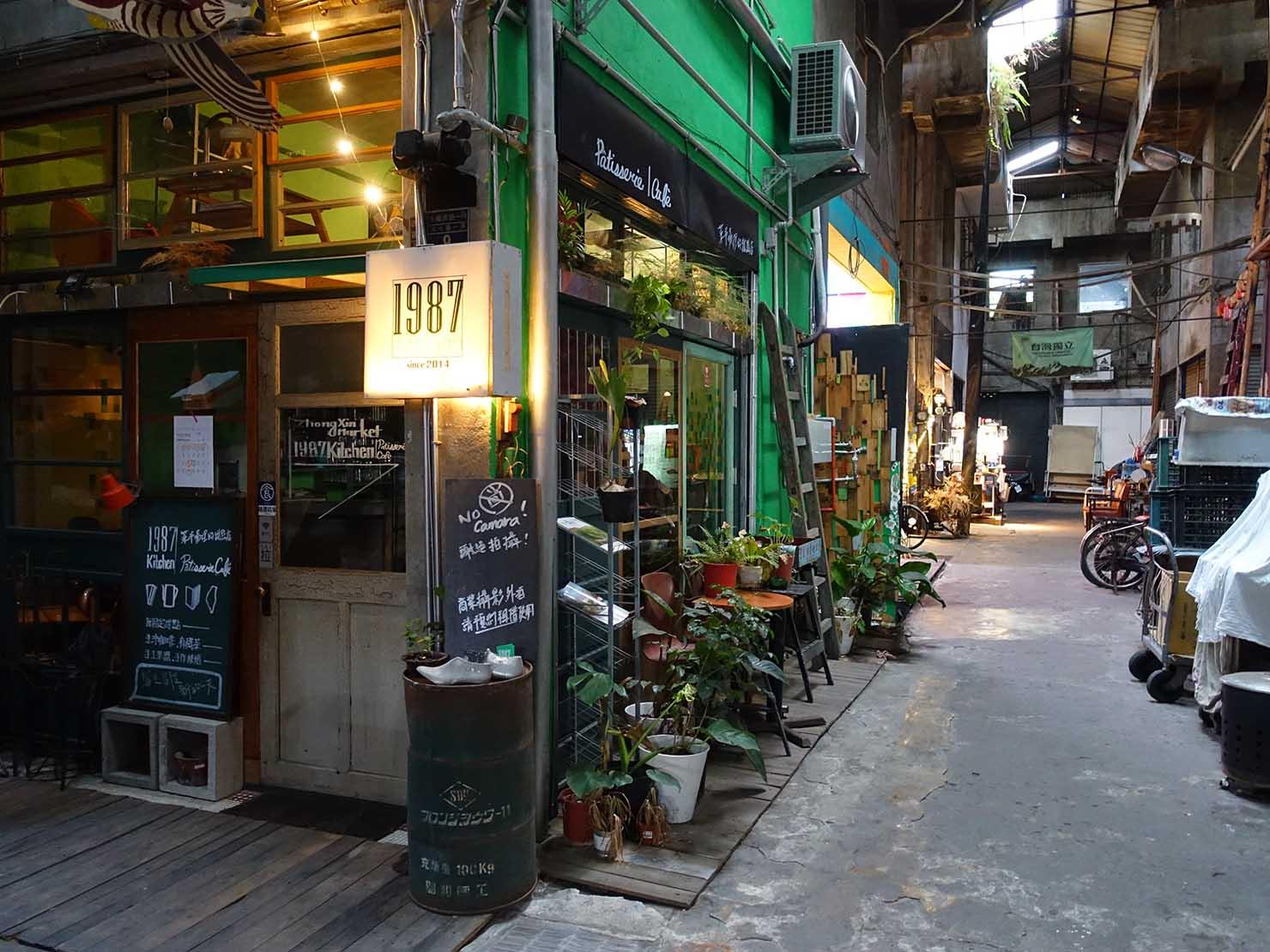 台中観光のおすすめスポット「忠信市場」のレストラン