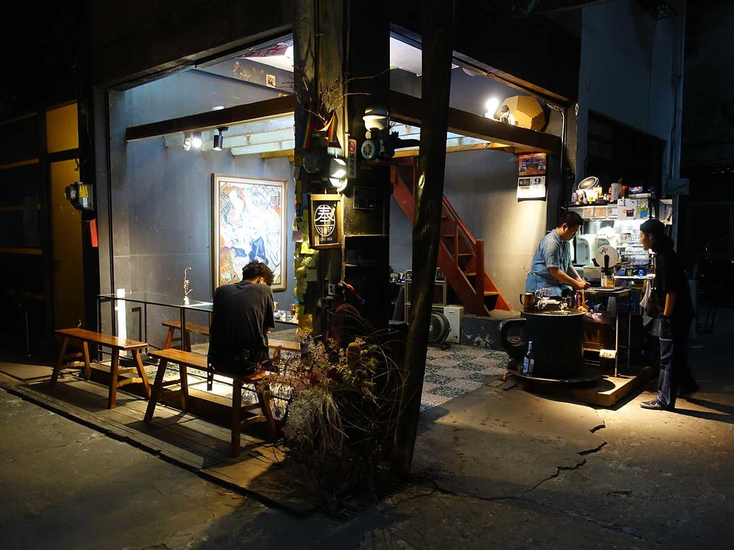 台中観光のおすすめスポット「忠信市場」のカフェ