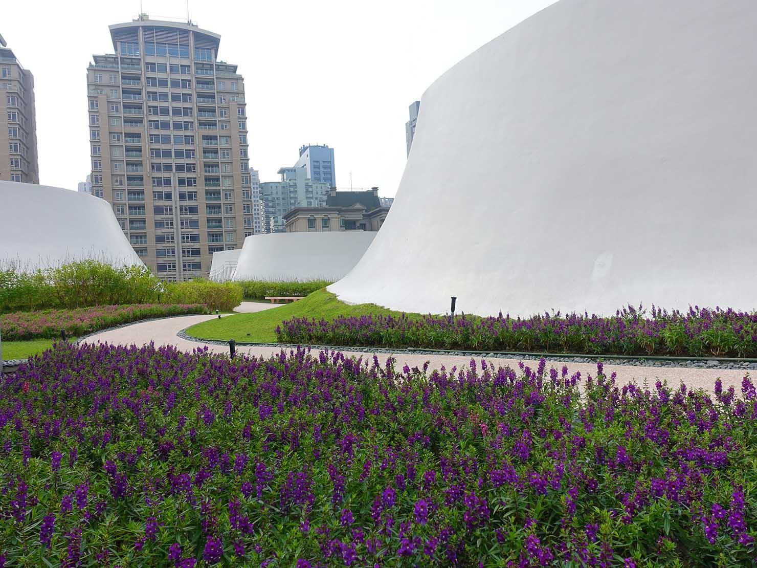 台中観光のおすすめスポット「台中歌劇院」の空中庭園