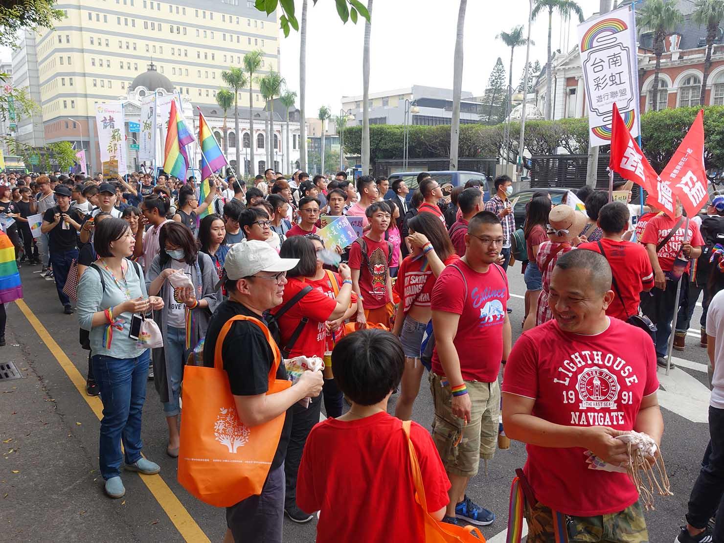 台中同志遊行(台中LGBTプライド)2018のパレードを歩く参加者たち