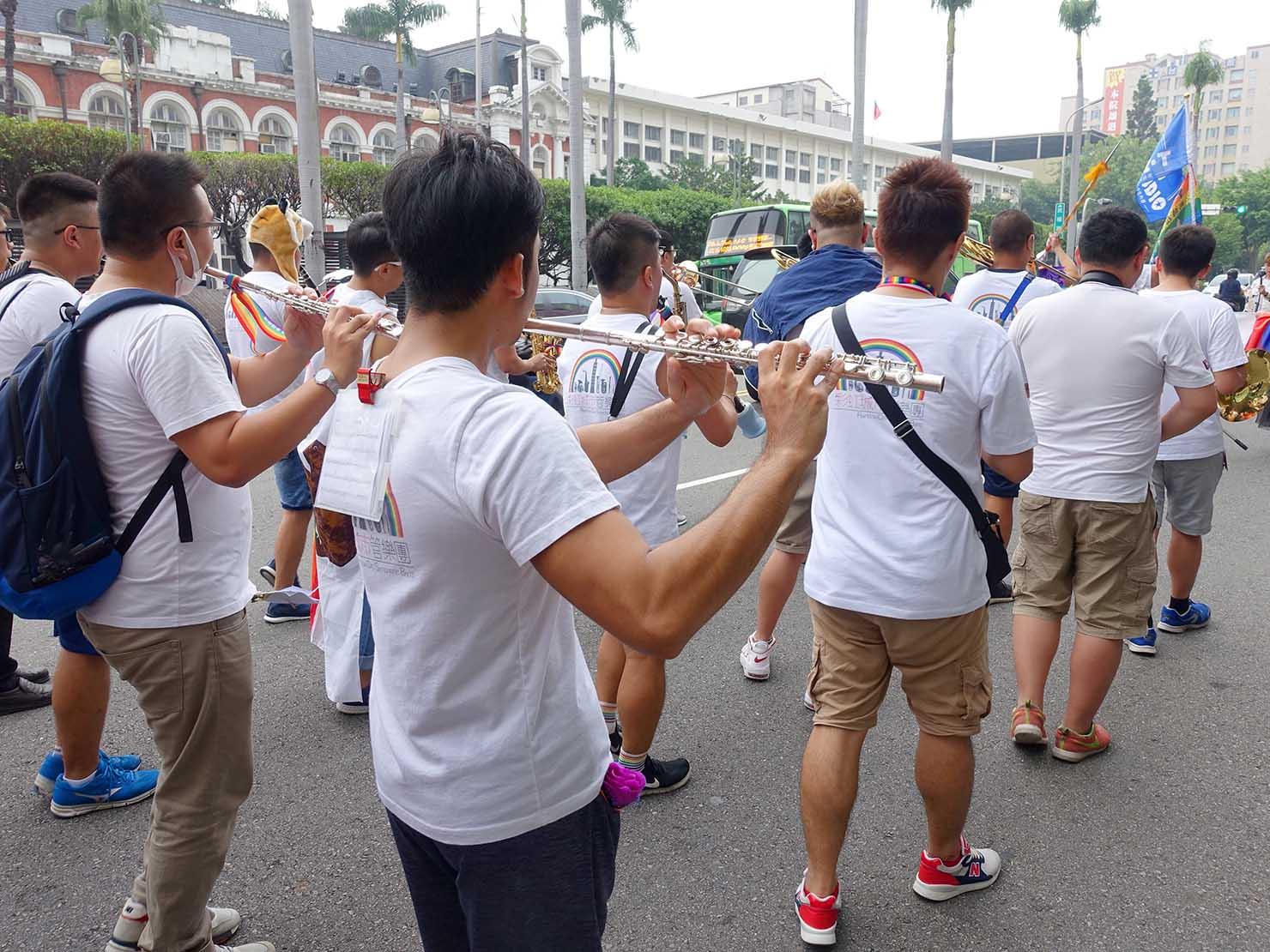 台中同志遊行(台中LGBTプライド)2018のパレードで演奏するブラスバンド