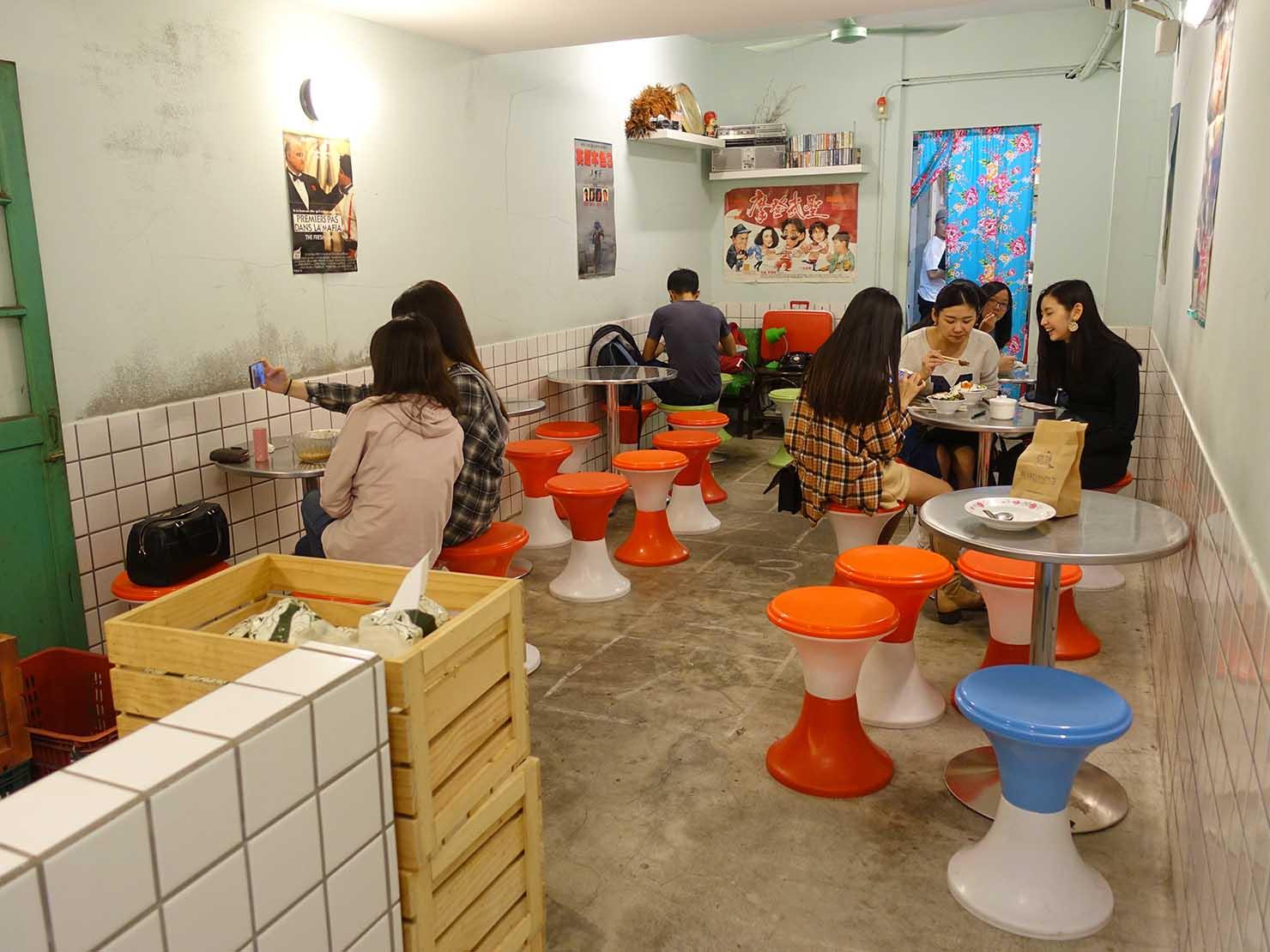台北・忠孝敦化駅(東區)のおすすめグルメ店「小時候冰菓室」のテーブル席