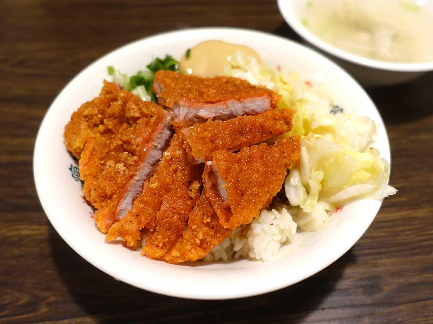 台北・忠孝敦化駅(東區)のおすすめグルメ店「瘦虎麵屋」の紅燒肉飯