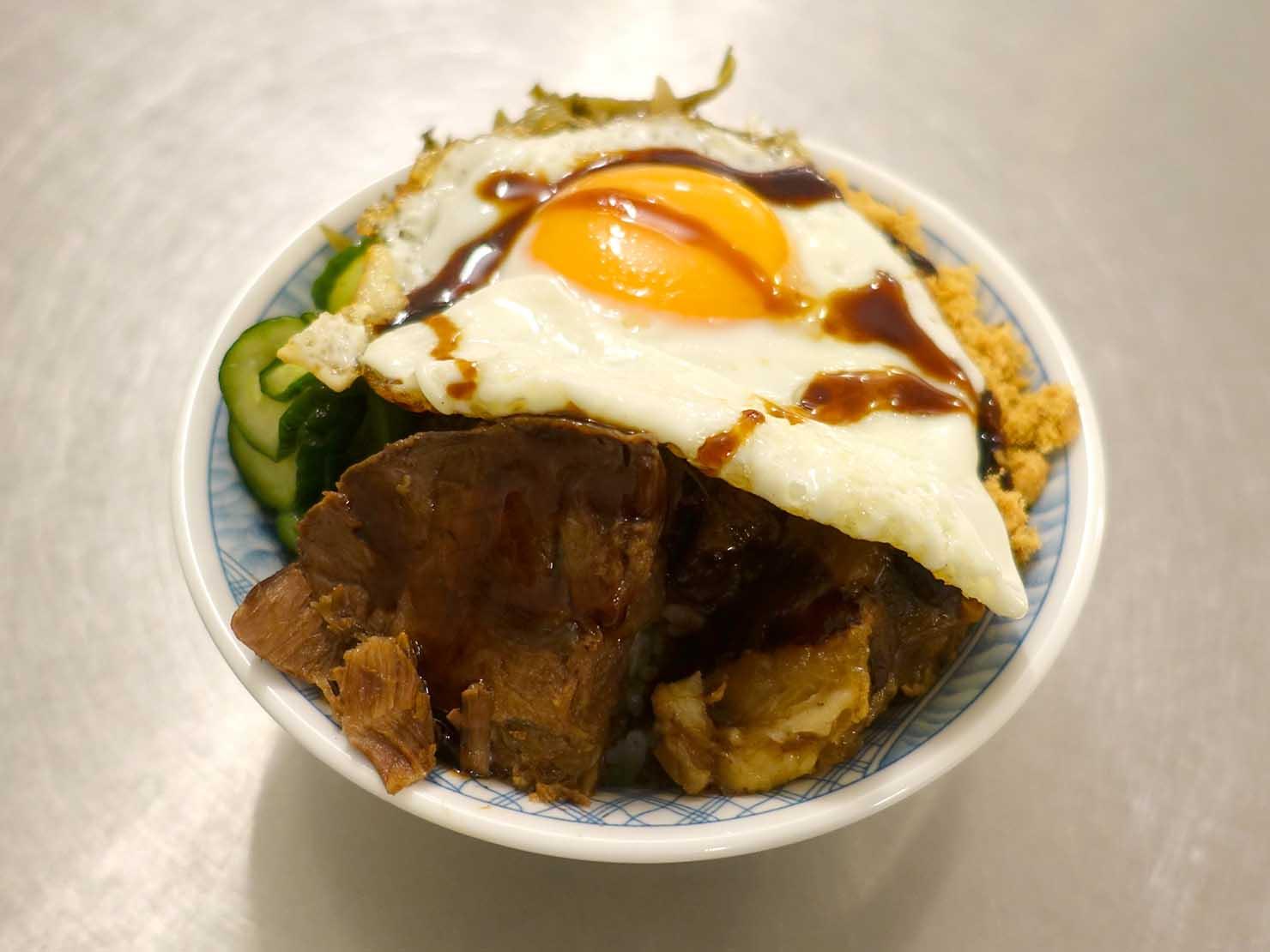 台北・忠孝敦化駅(東區)のおすすめグルメ店「小時候冰菓室」の特級牛魯飯