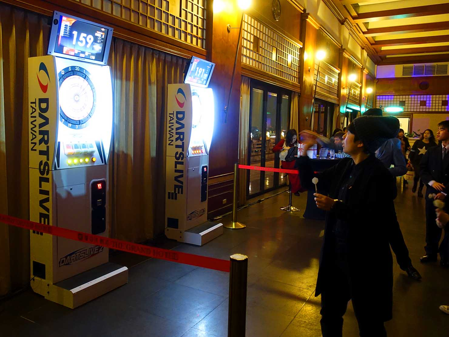台北・圓山大飯店のカウントダウンパーティー「Bling Bling跨年派對」会場のダーツフロア