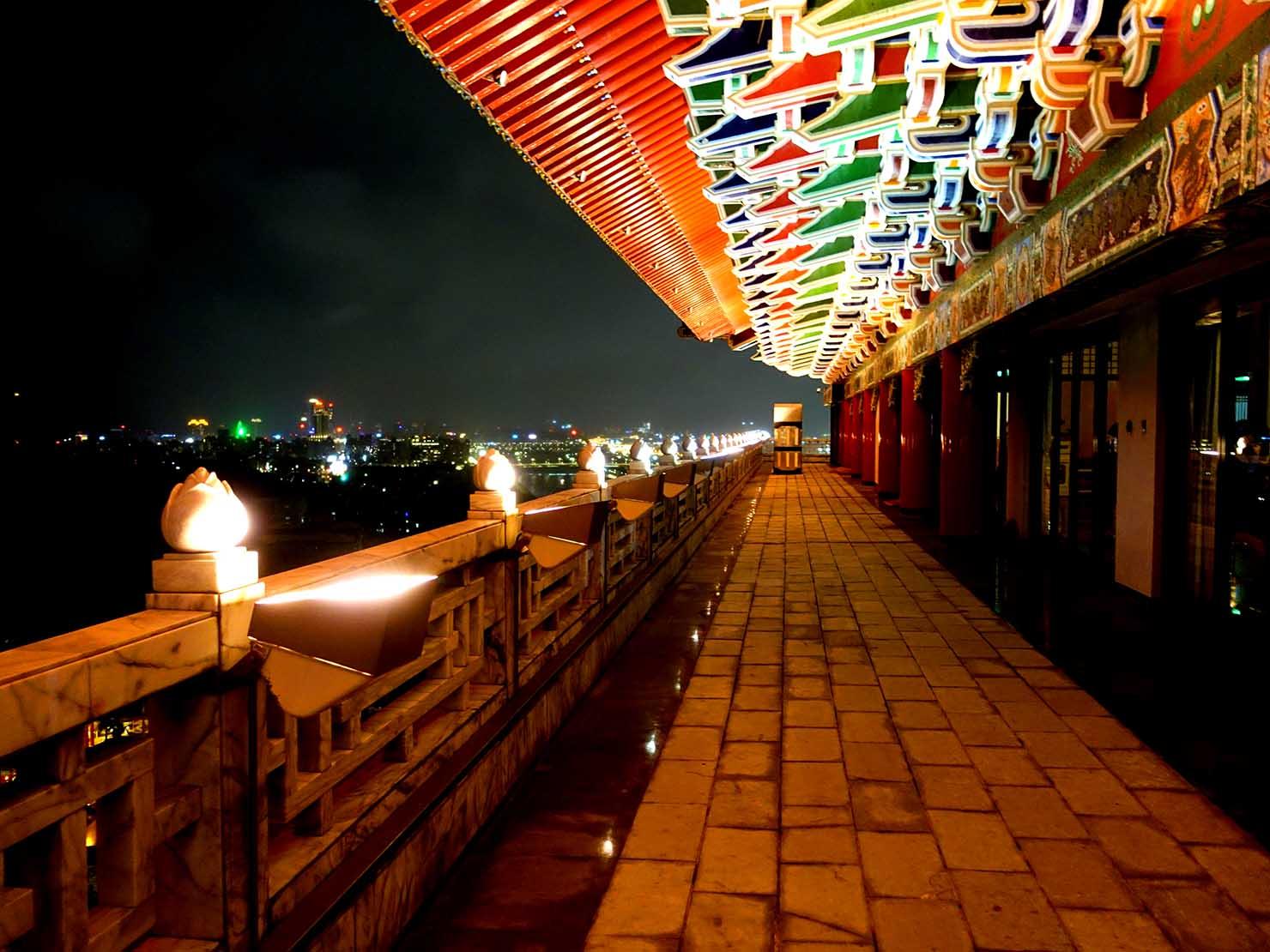台北・圓山大飯店のカウントダウンパーティー「Bling Bling跨年派對」会場の屋外テラス
