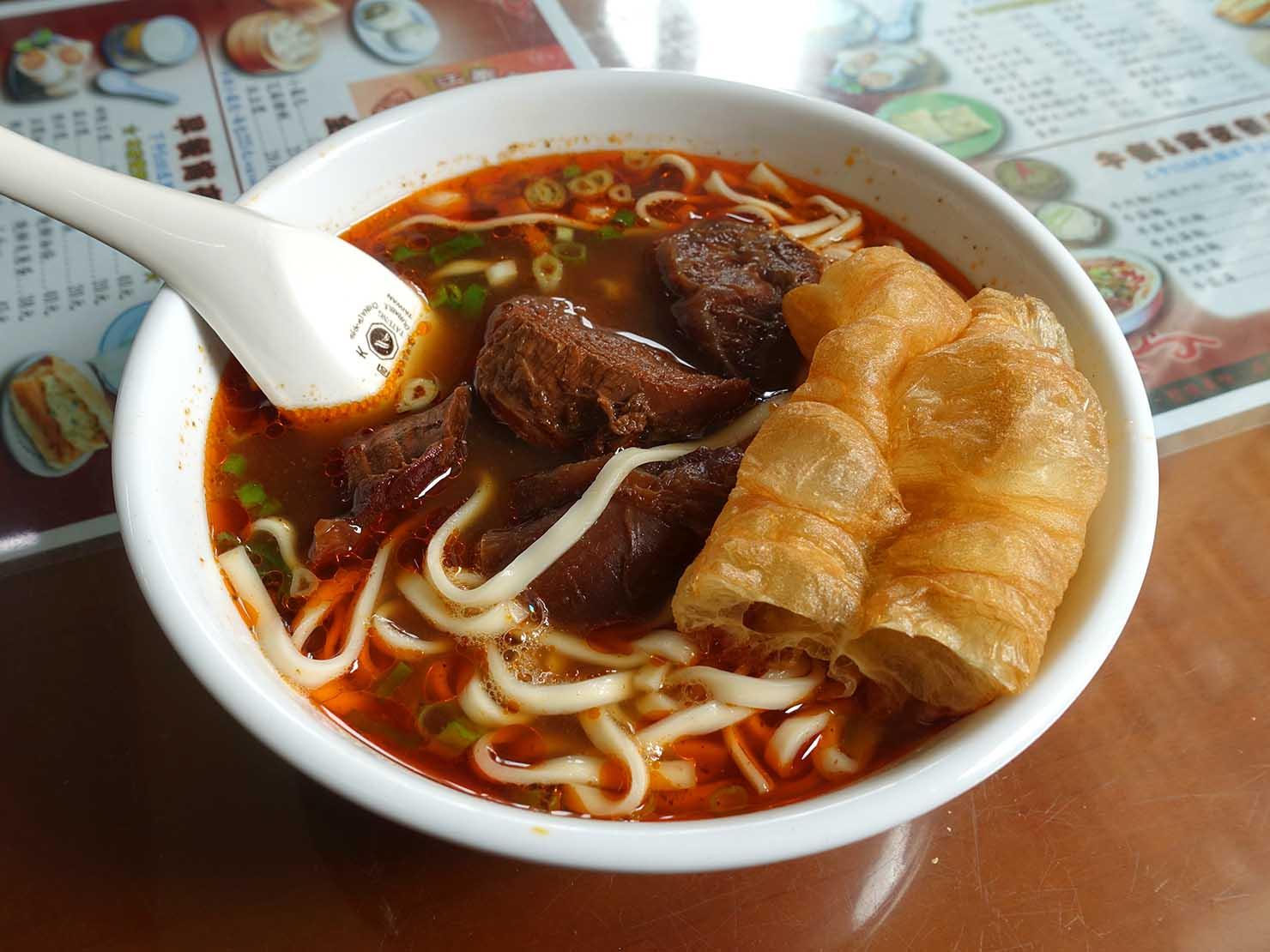 台北・國父紀念館のおすすめグルメ店「江家永和豆漿/牛肉麵」の牛肉麵