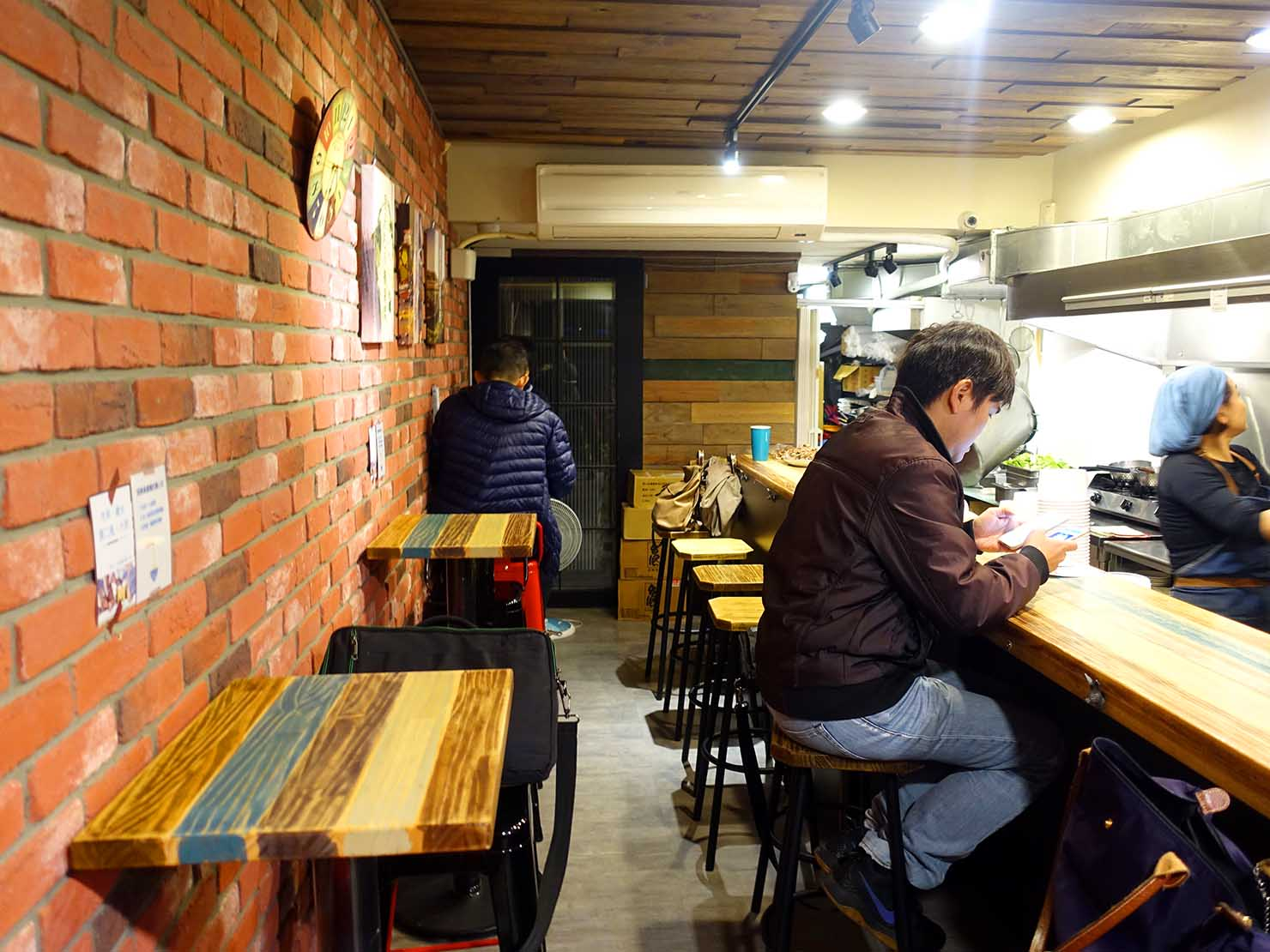 台北・國父紀念館のおすすめグルメ店「林家麻醬麵」の店内