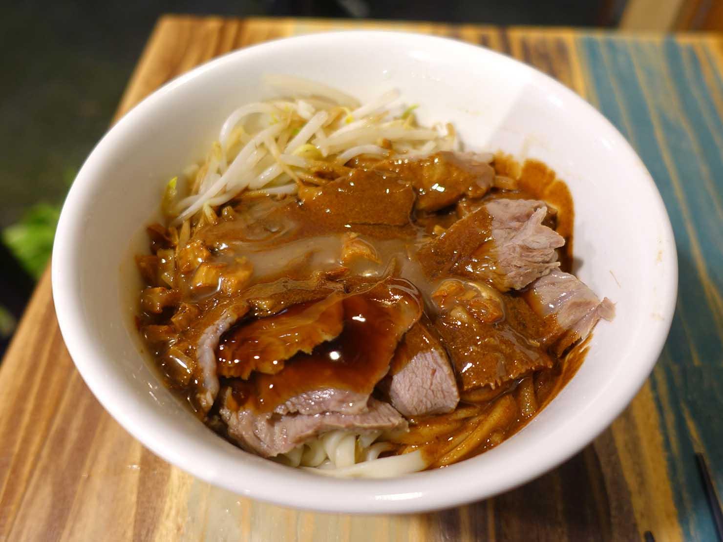台北・國父紀念館のおすすめグルメ店「林家麻醬麵」の人氣王肉麻麵