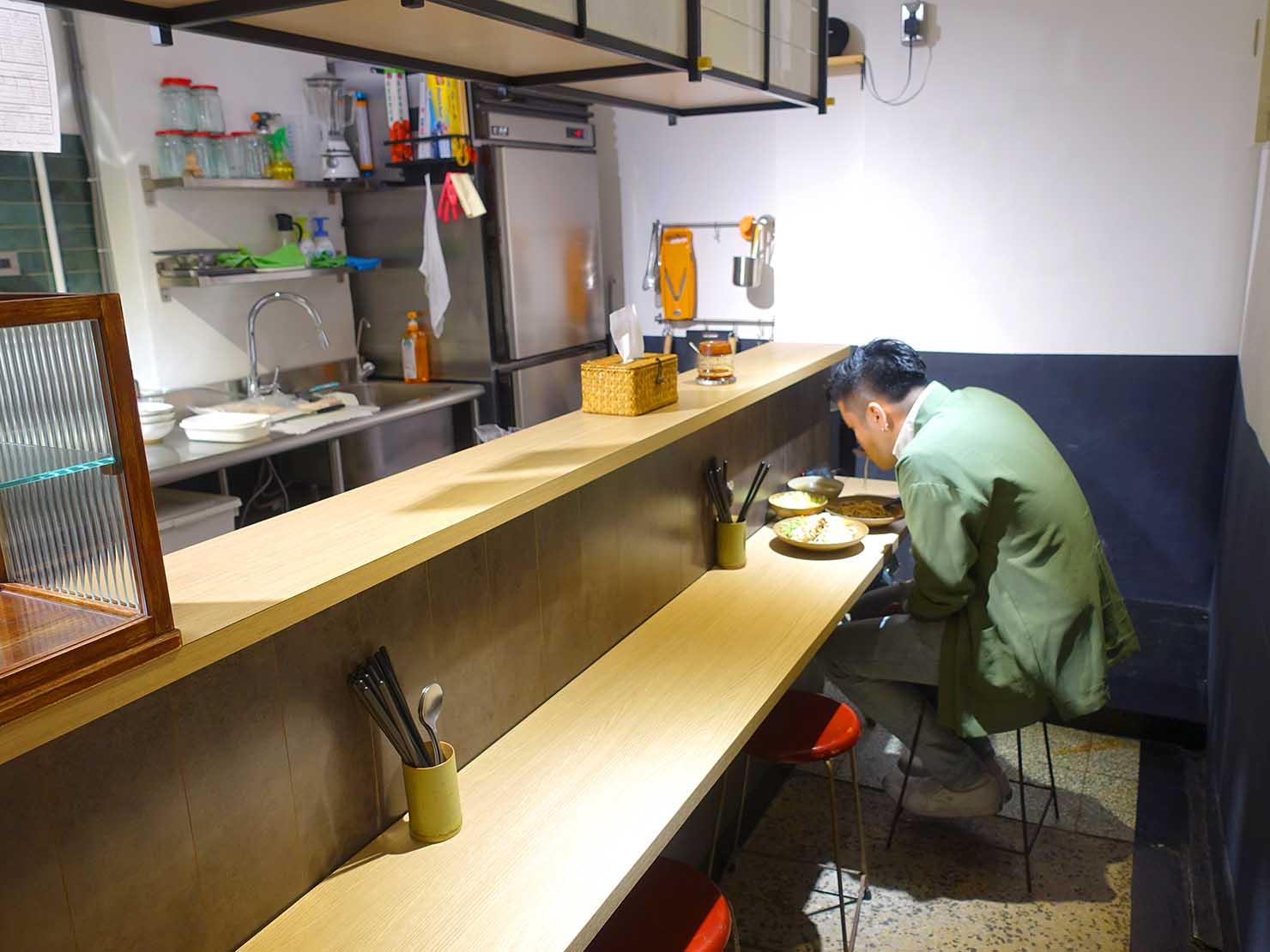 台北駅最寄りのグルメタウン・雙連のおすすめグルメ店「小良絆」の店内