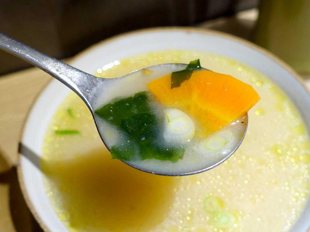 台北駅最寄りのグルメタウン・雙連のおすすめグルメ店「小良絆」の蔬菜味噌湯