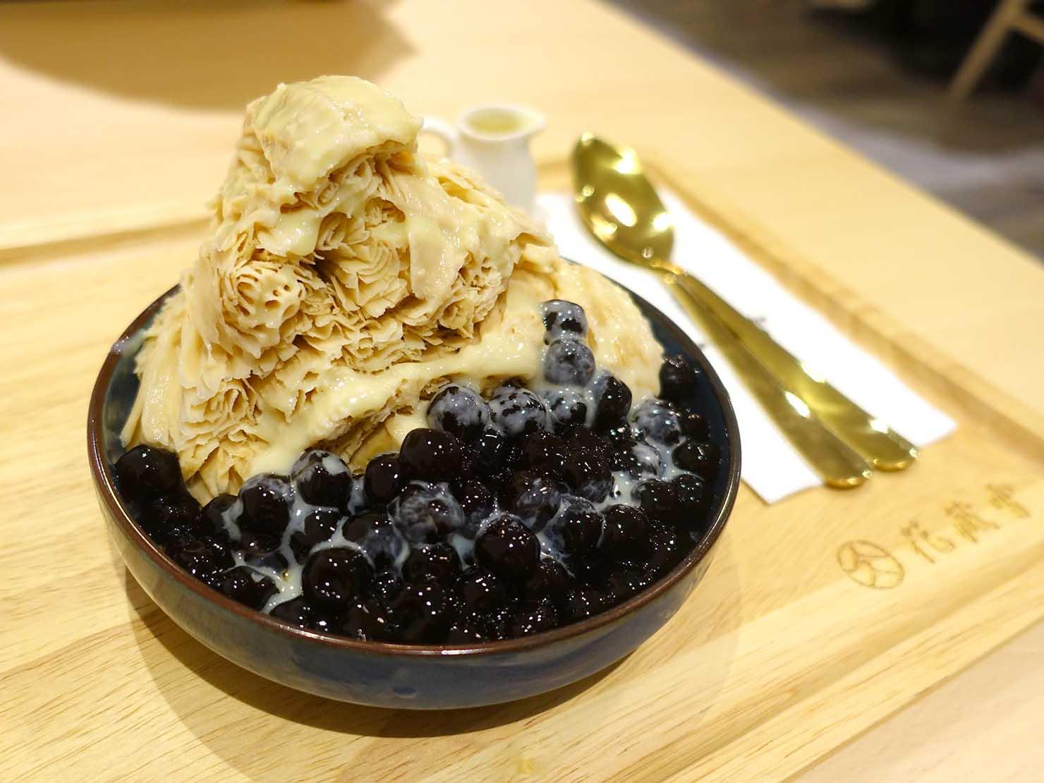 台北・士林夜市のおすすめグルメ店「花藏雪」のタピオカミルクティーかき氷