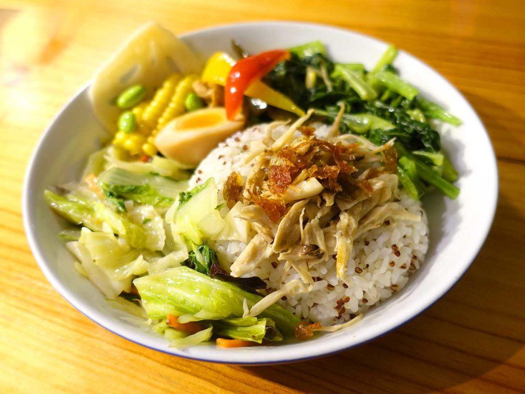 台北・國父紀念館エリア(東區)のおすすめグルメ店「愛米菜」の私房手撕雞肉飯