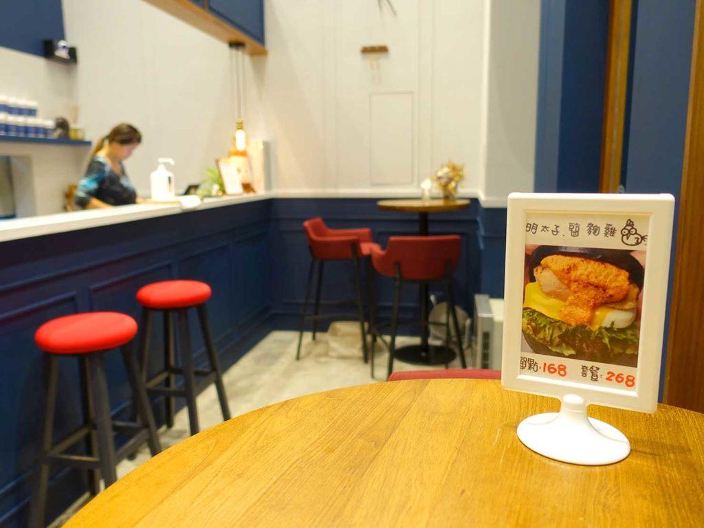 台北・國父紀念館エリア(東區)のおすすめグルメ店「天淳津品」のテーブル席