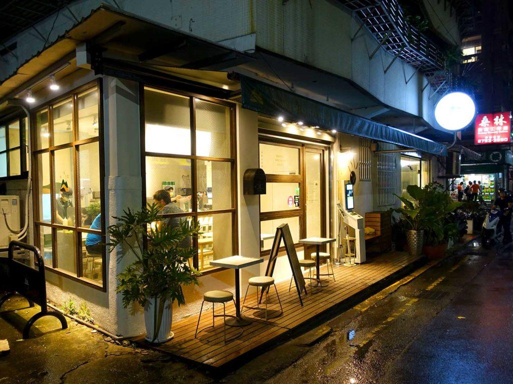 台北・國父紀念館エリア(東區)のおすすめグルメ店「八時神仙草」の看板