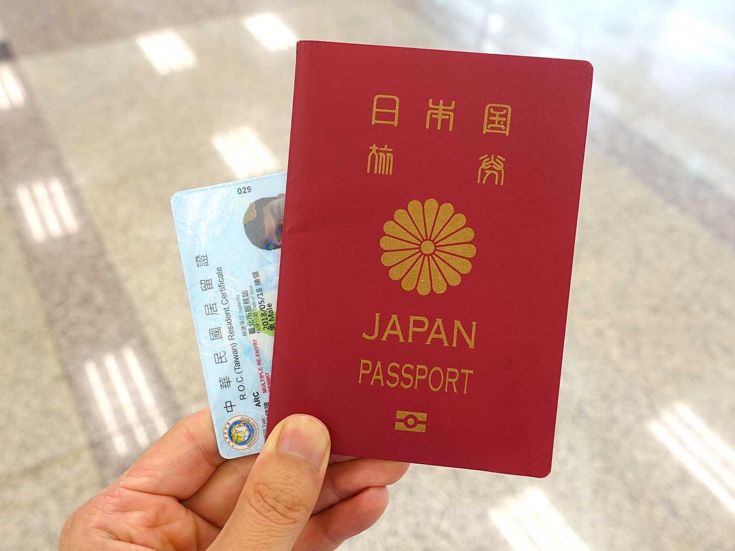 台北・松山空港の中華電信カウンターでSIMカード受け取りに必要な身分証明