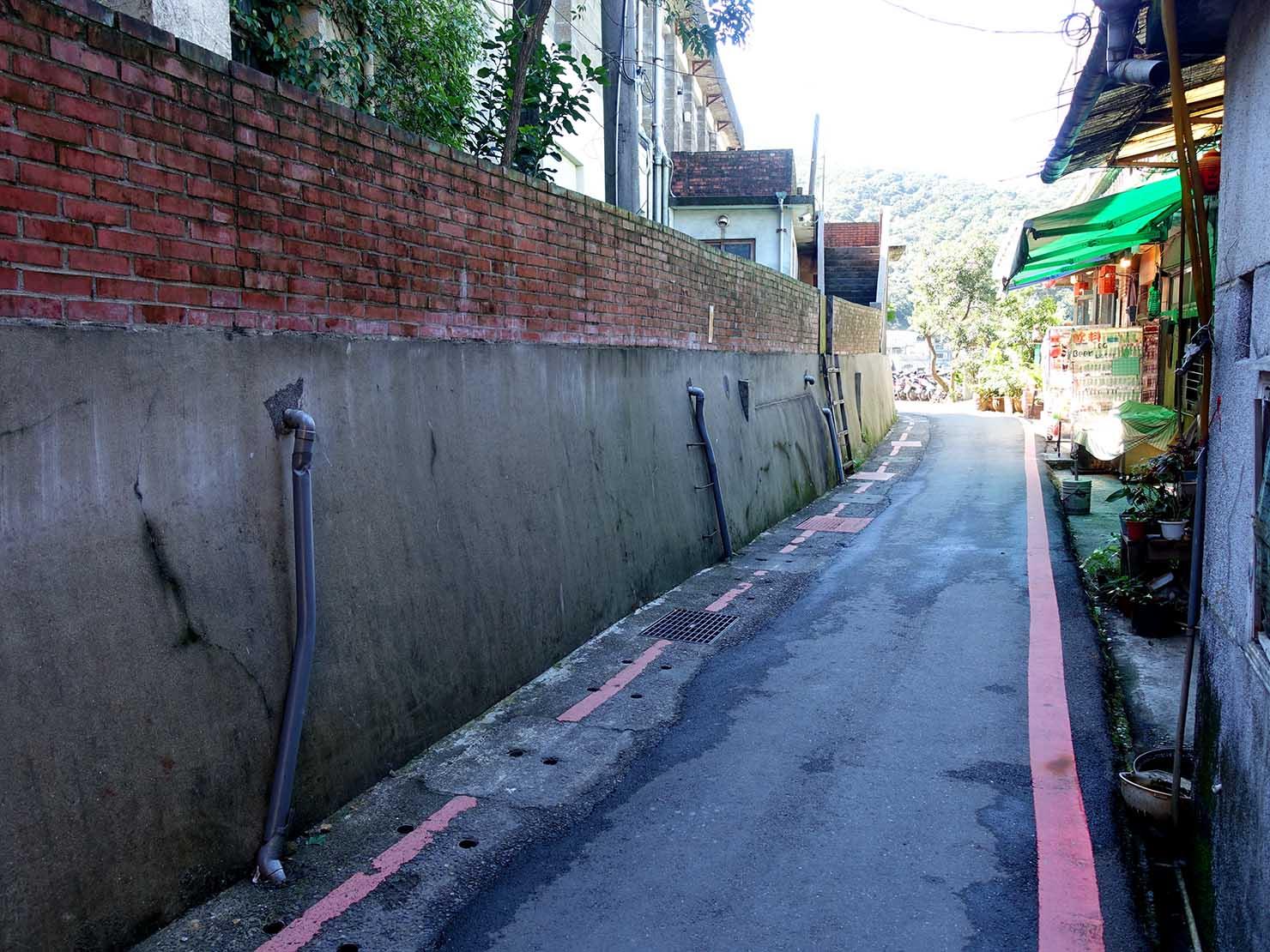 台北・九份の輕便路にあるレンガ造りの通り