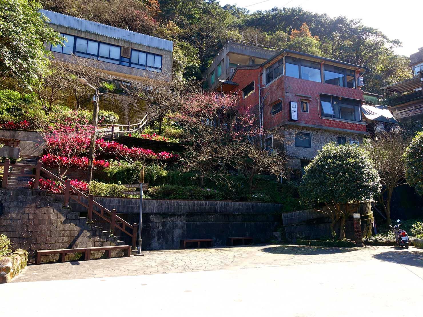 台北・九份の輕便路にある福住社區門前の広場