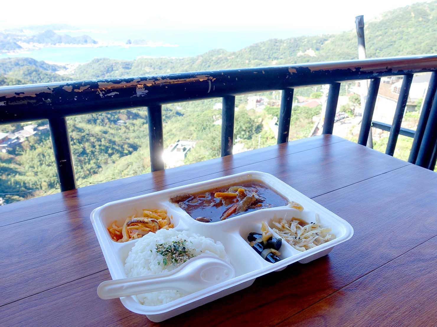 台北・九份の海の見えるレストランでいただく食事