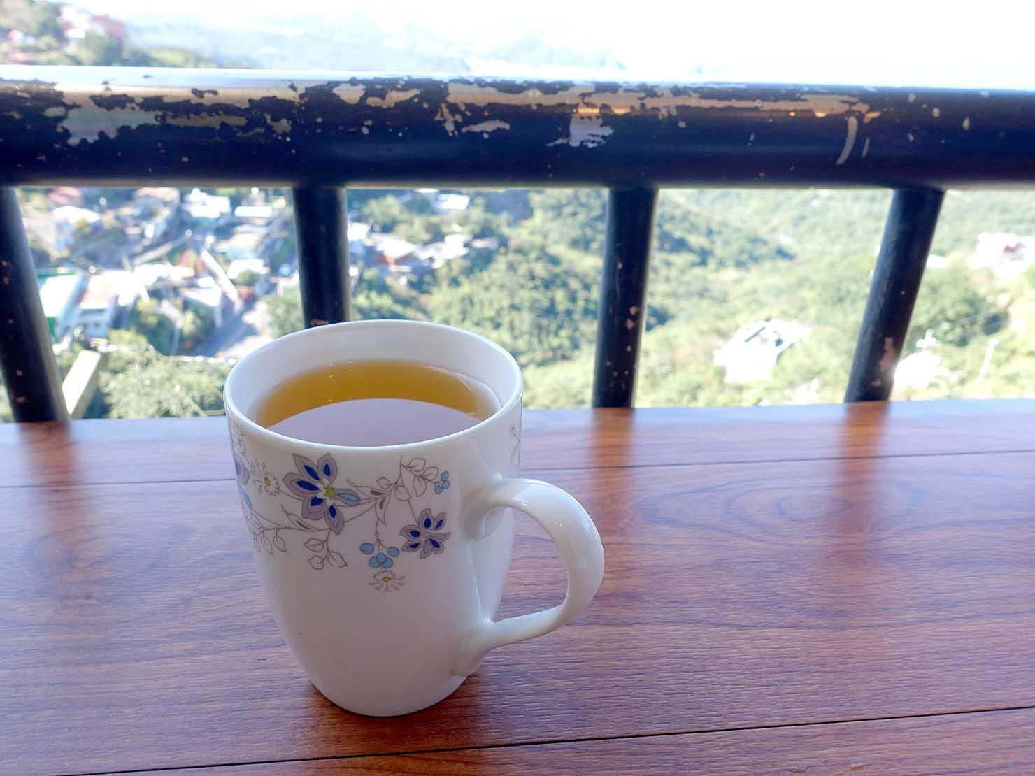 台北・九份の海の見えるレストランで飲むお茶