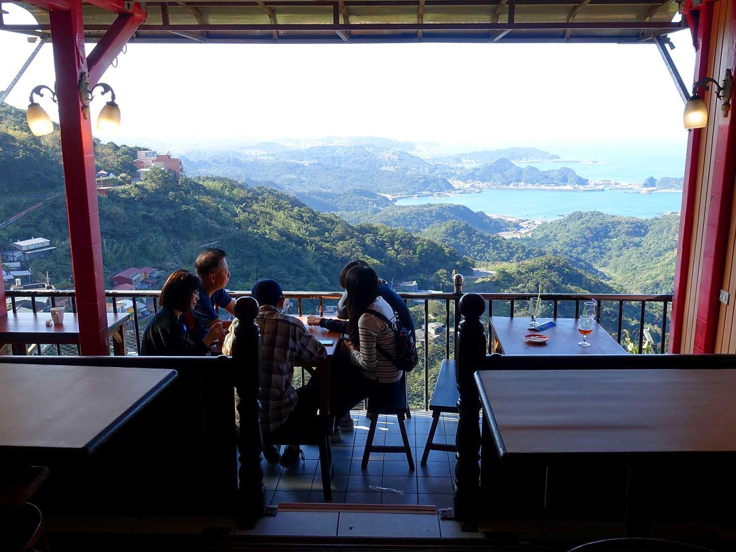台北・九份の海の見えるレストラン店内