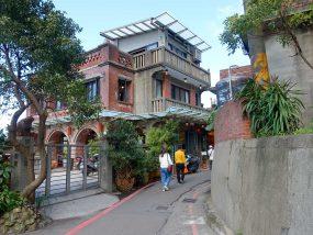 台北・九份の輕便路沿いにあるお茶屋さん