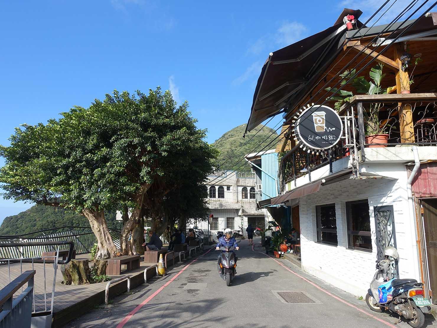 台北・九份の輕便路沿いにあるカフェ