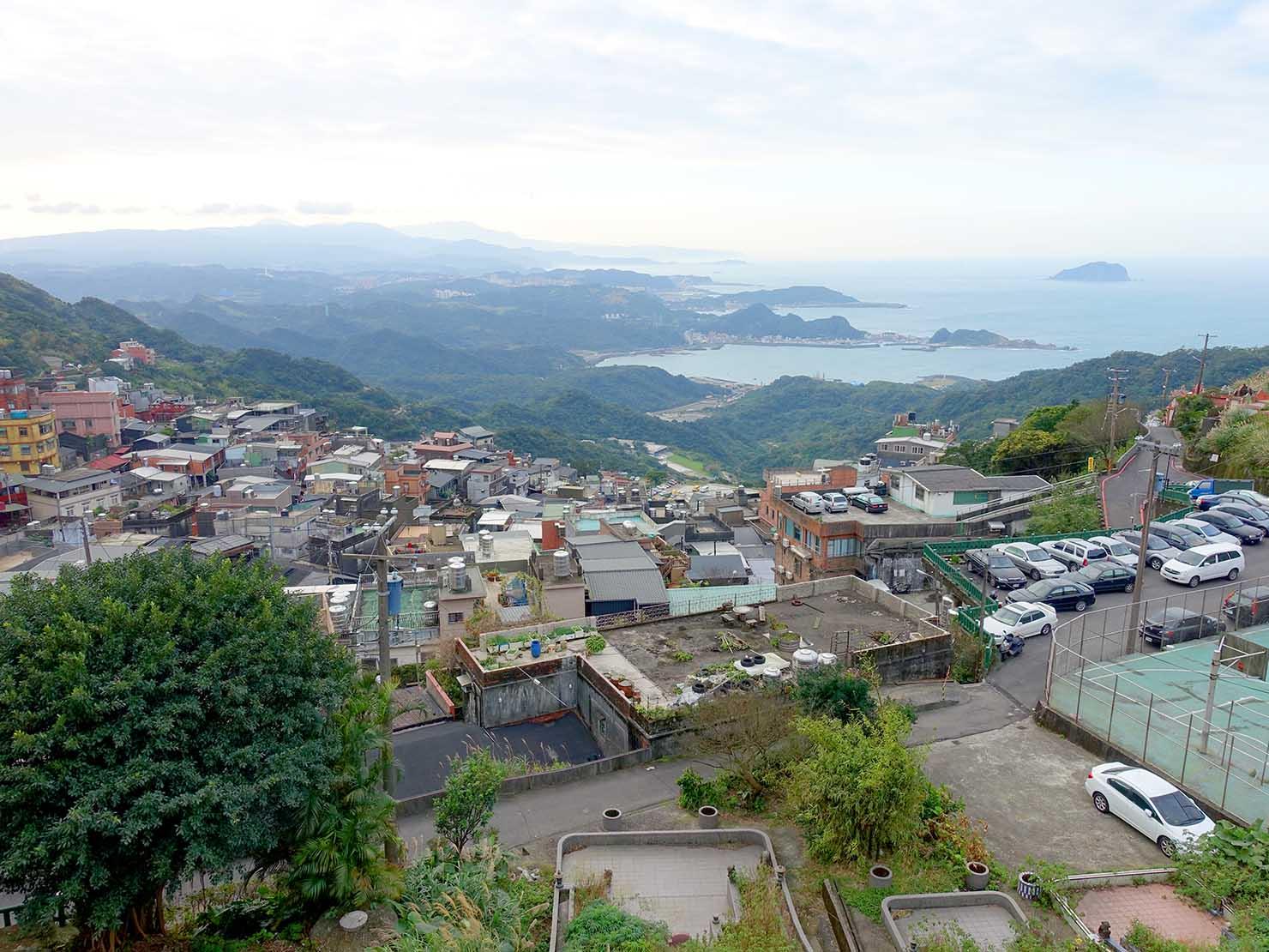 台北・九份の福山宮から眺める台湾北海岸