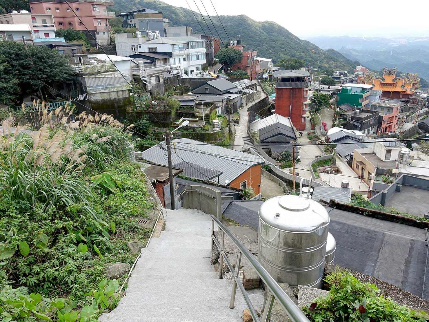 台北・九份の生活エリアに伸びる階段