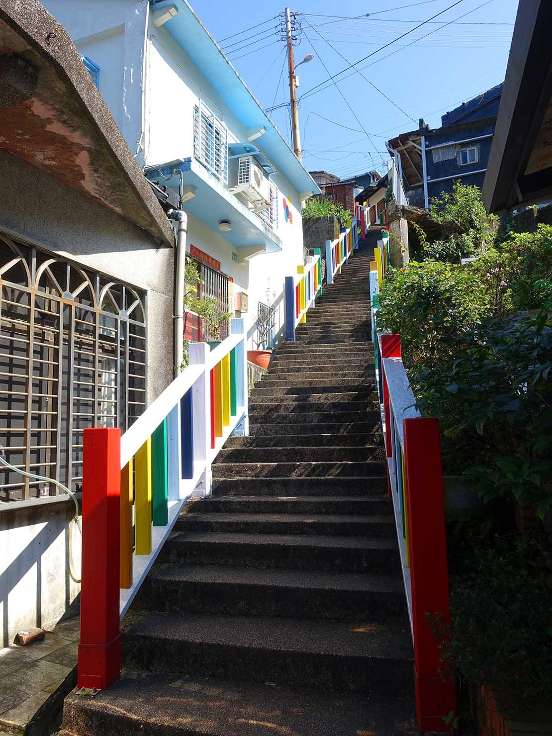 台北・金瓜石の集落に伸びる階段