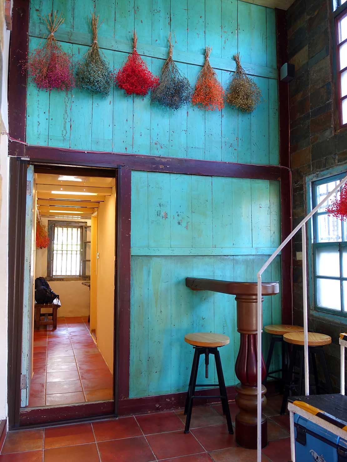 台北・九份の古民家カフェ「淂藝洋行」の屋内