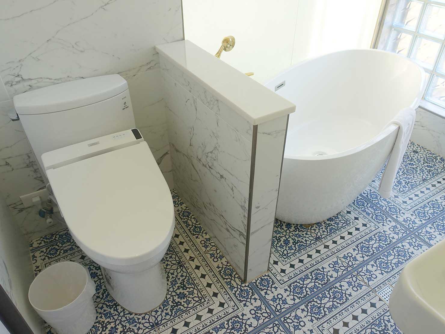 台北・大安の最高におしゃれなブティックホテル「chez nous 司旅」經典房(クラシックルーム)バスルームのバスタブ