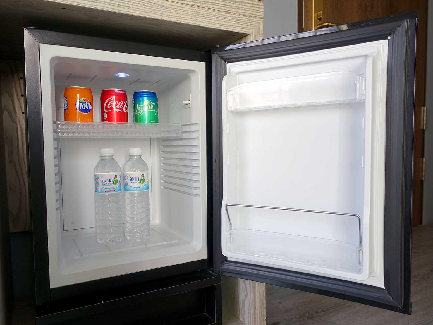 台北・大安の最高におしゃれなブティックホテル「chez nous 司旅」經典房(クラシックルーム)の冷蔵庫
