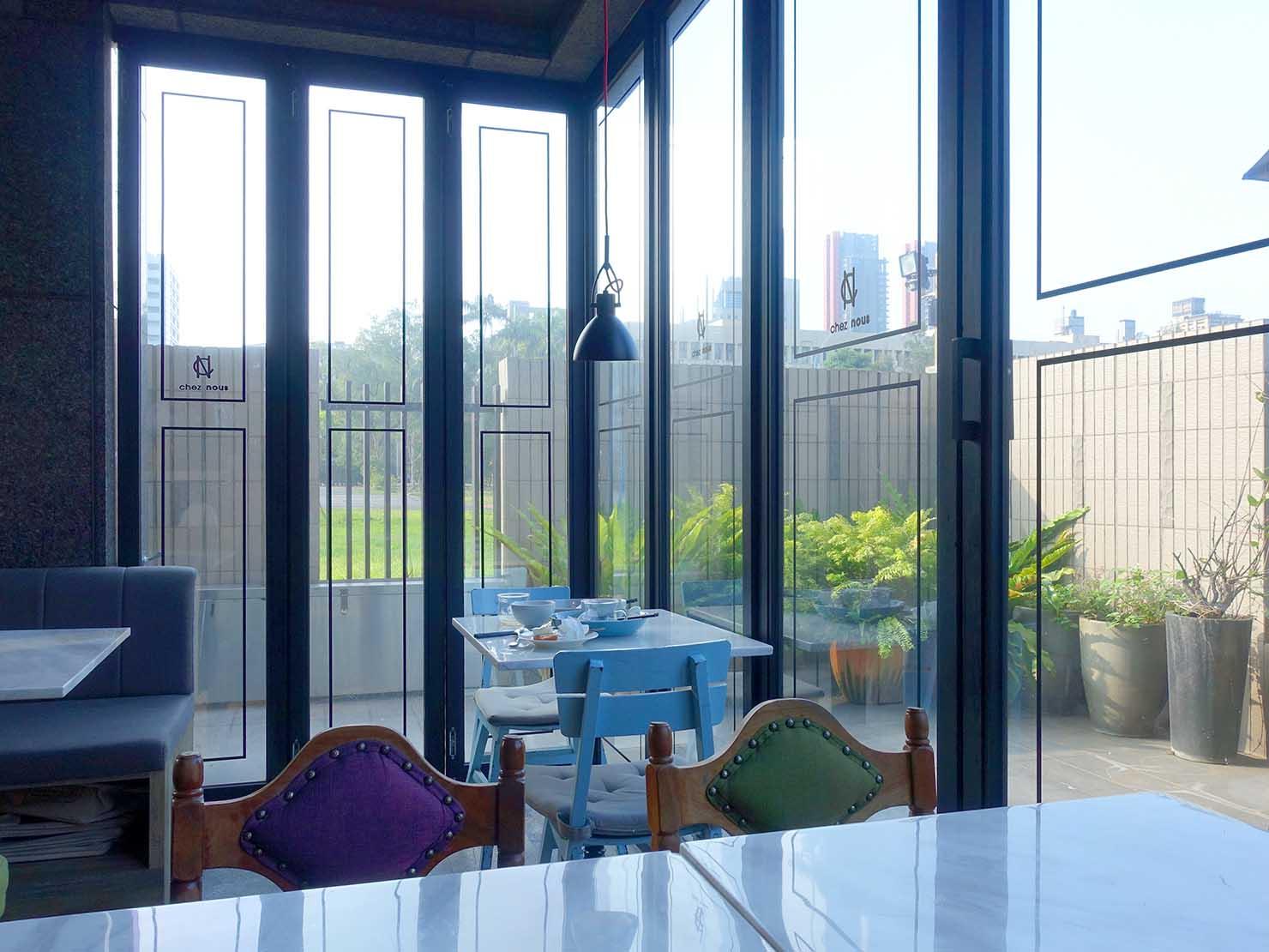 台北・大安の最高におしゃれなブティックホテル「chez nous 司旅」ダイニングスペースの窓