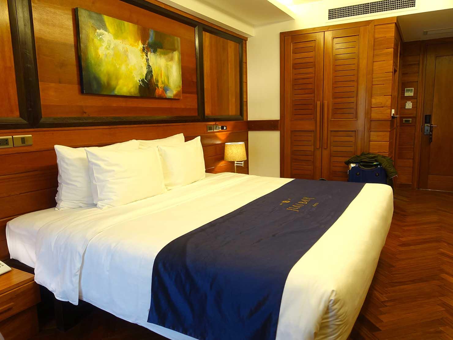 ハノイ旧市街ど真ん中の観光に便利なおすすめホテル「Hai Bay Hotel」窓側から見たエグゼクティブ・ダブルルーム